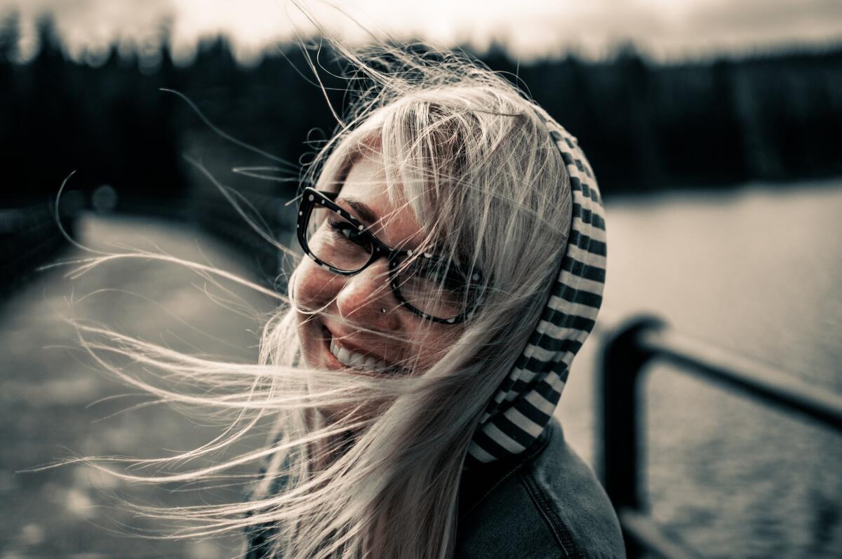 Улыбайтесь, улыбка повышает настроение и вам, и партнеру