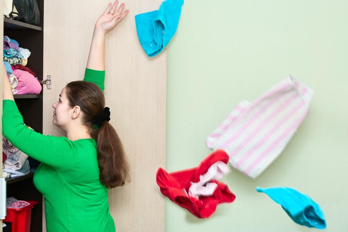 Трудно выбросить платье, которое вам нравится - оно дарит ценную мечту (что похудеете — и влезете в него снова)