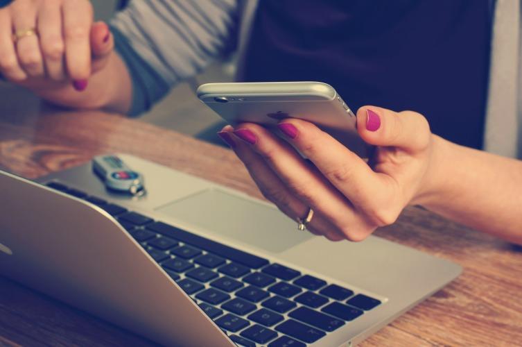 А вдруг кредитный iPhone упадёт и разобьётся? Телефона уже не будет, а платить всё равно придется
