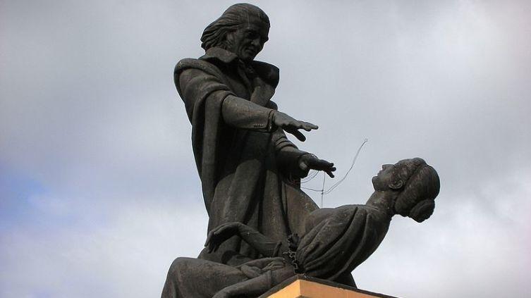 Памятник аббату Фариа, Гоа, Индия