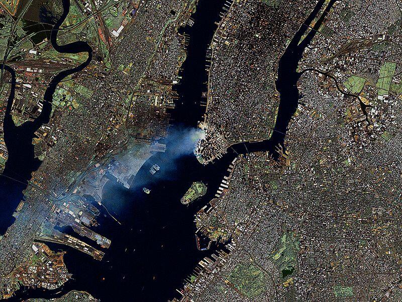 11 сентября 2001г, снимок из космоса: Дым над Манхэттеном