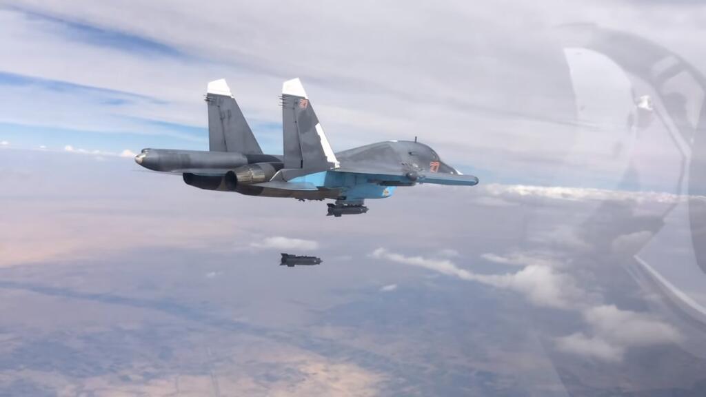 Военная операция России в Сирии, самолет СУ-34 бомбит террористов