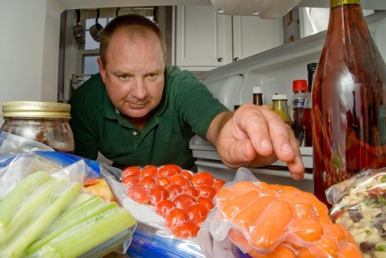 Если вы спрятали деньги в холодильнике, не забудьте о них, когда соберетесь съесть «тайник»