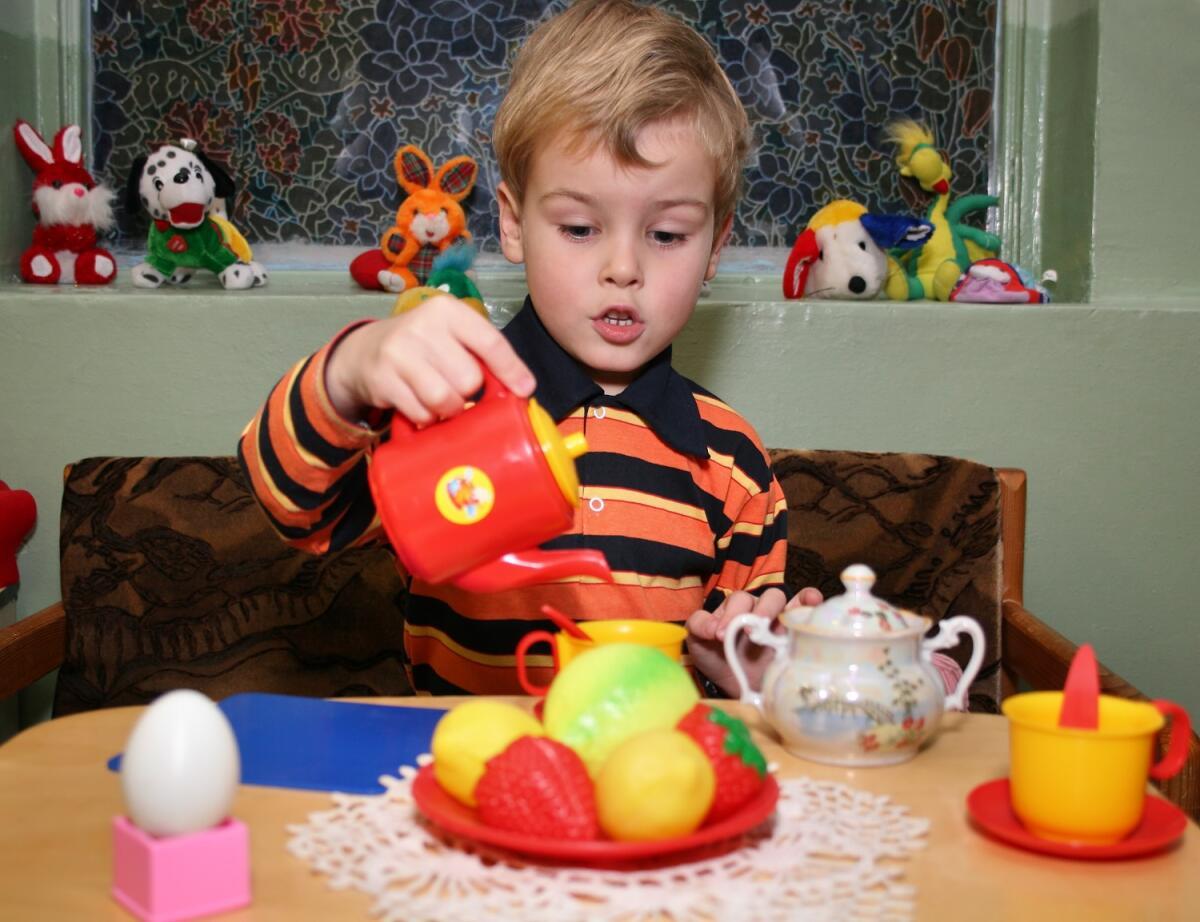 Для успешной социализации детям необходимо понимать, что каждый обязан добросовестно трудиться