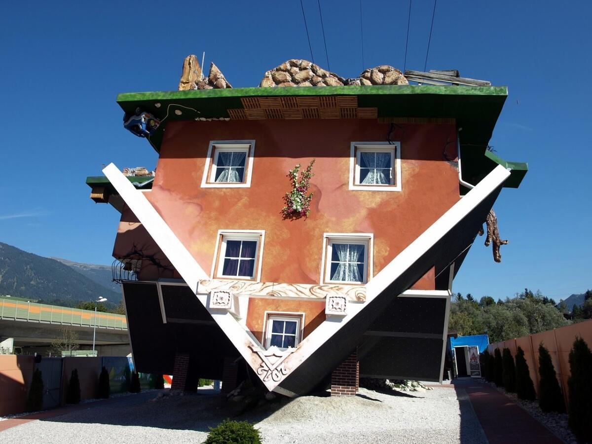 стать творцом картинки дом вверх ногами связано тем