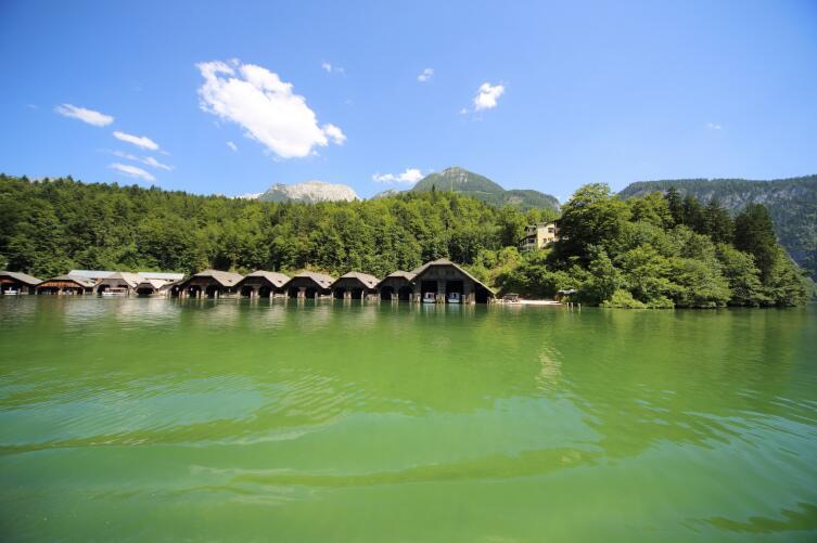 На территории озера можно прекрасно отдохнуть