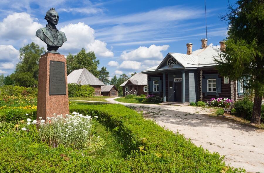 Памятник А.В. Суворову в Новгородской области, Россия