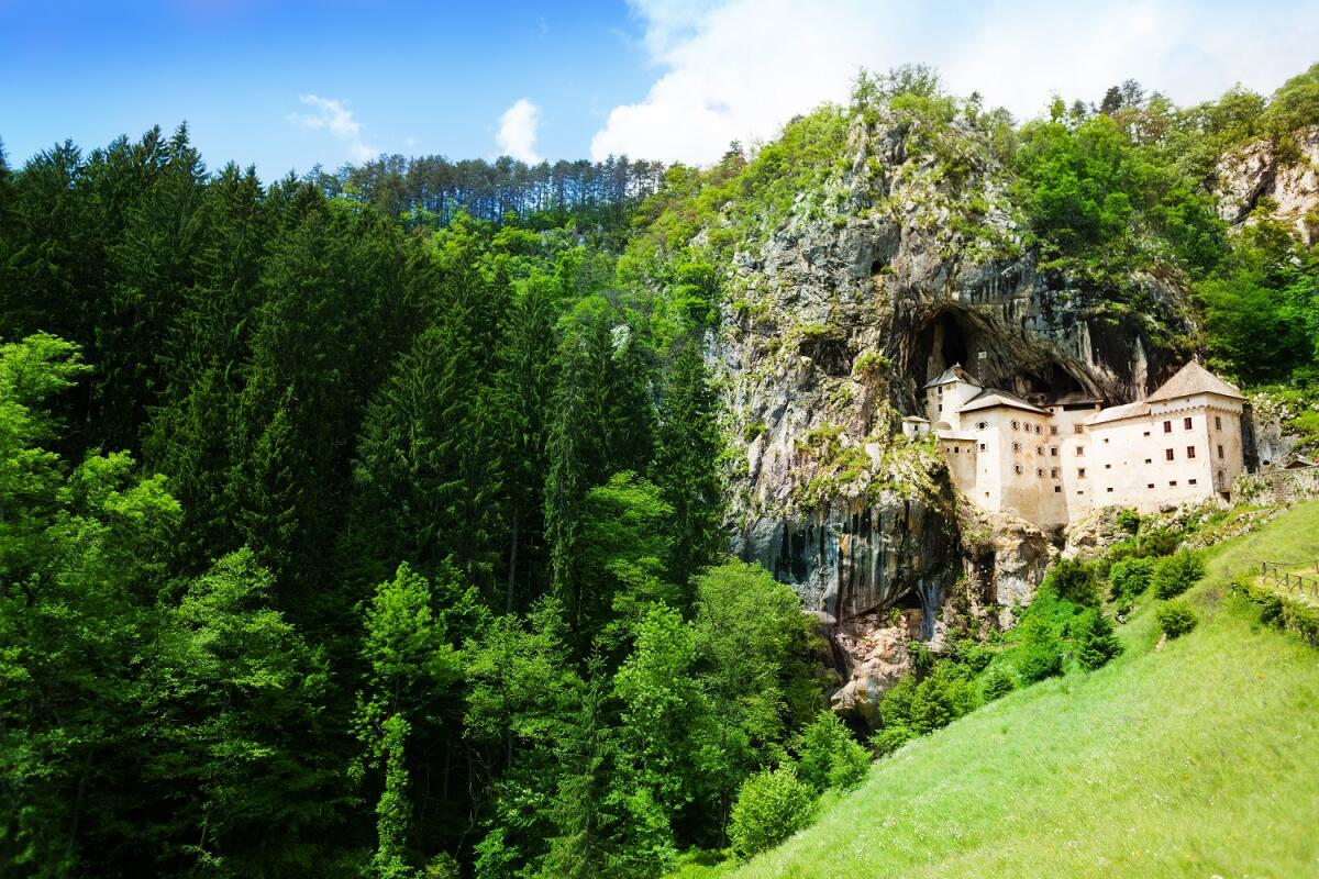 Предъямский замок в Словении
