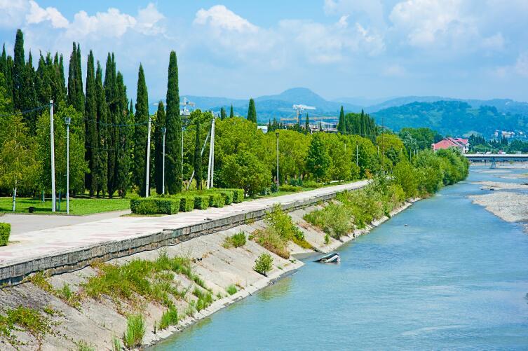 Набережная реки Мзымта
