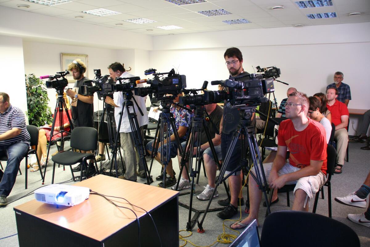 Говорят, на смену журналистам придут текстовые программы. Как оно будет на самом деле, покажет время