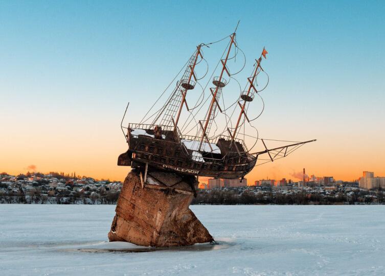 В Воронеже стоит макет корабля «Меркурий», как напоминание о том, что Российский флот зарождался на Воронежских верфях