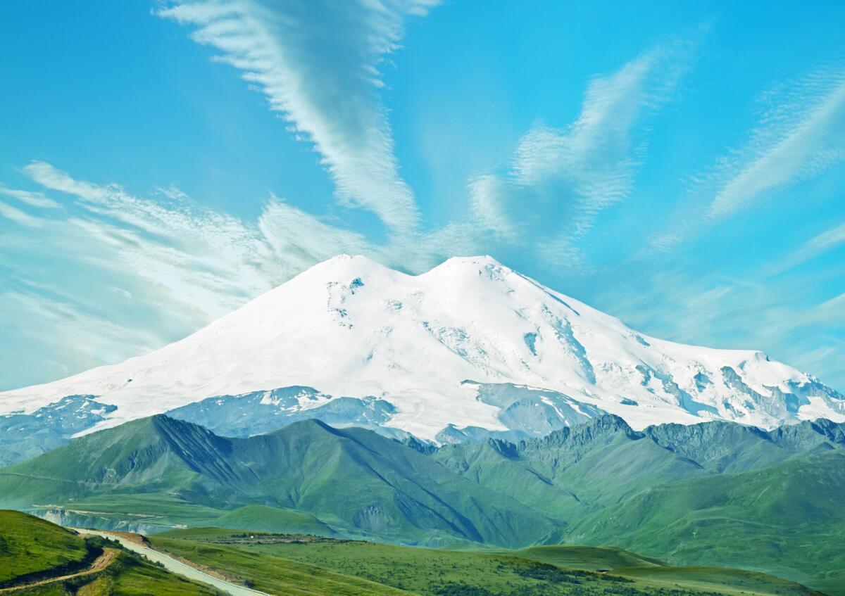 Две вершины Эльбруса