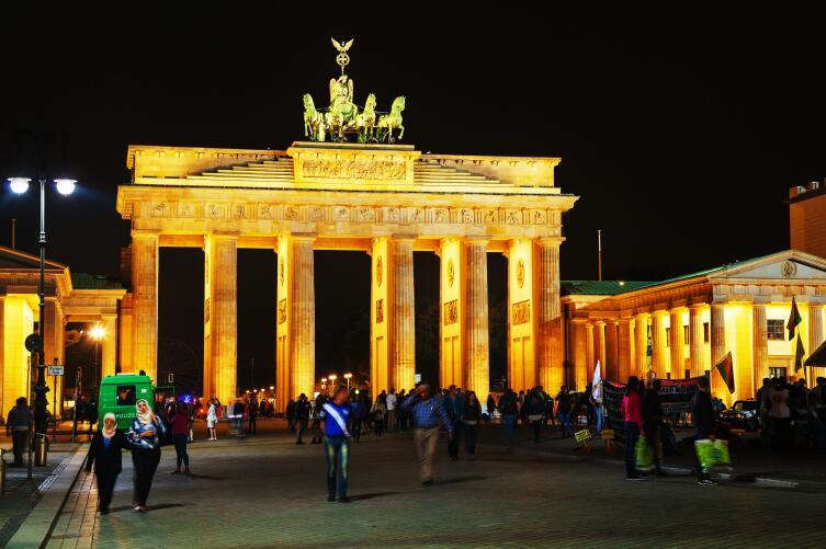 Бранденбургские ворота — главная достопримечательность города