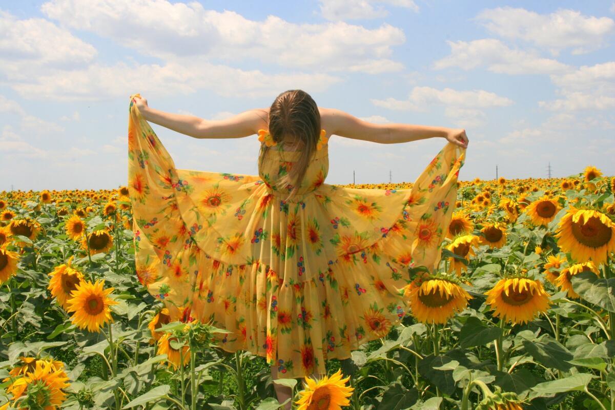 Яркие, пестрые рисунки на ткани — типично летняя тенденция