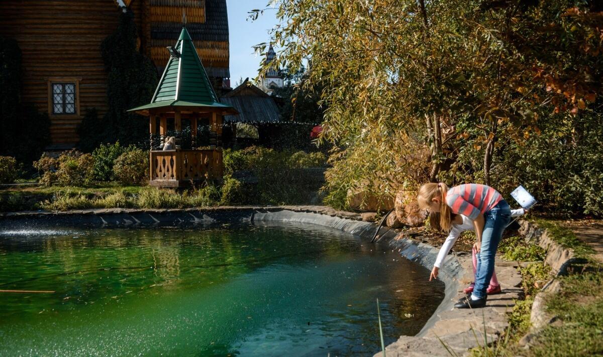 Серебряно-Виноградный пруд – это один из старейших московских прудов, известный еще с XVII века, когда маленький царевич Петр испытывал здесь свой первый корабль