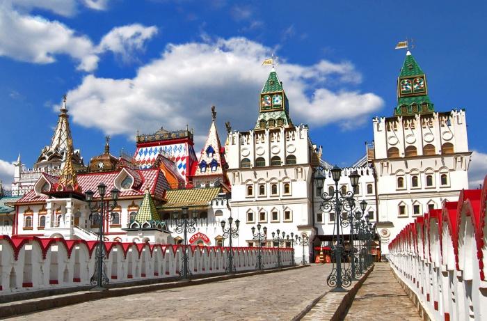 Вид на кремль Измайлово с Белокаменного моста, современность