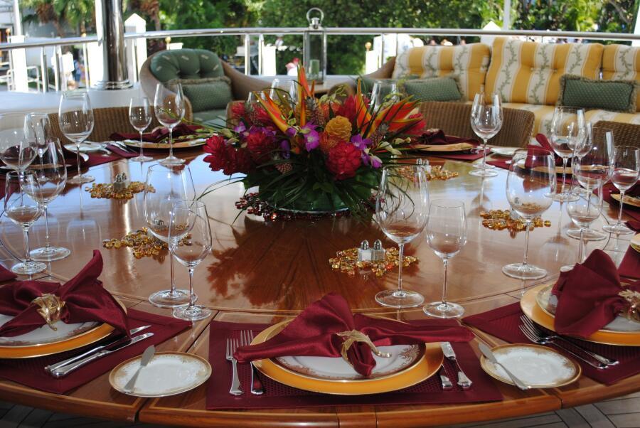 Для чего нужно сервировать стол и как это правильно сделать?