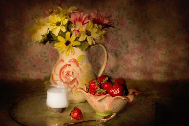 Букет цветов придаст праздничное настроение даже самой скромной трапезе
