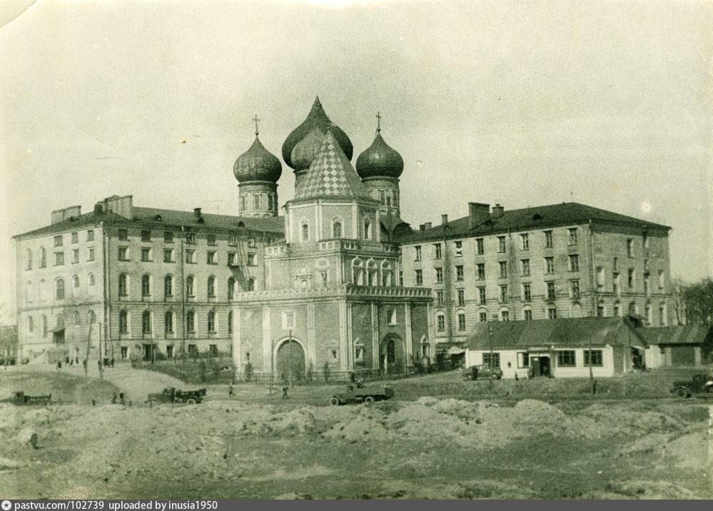 Городок Баумана 1950—1958гг, Северный и восточный корпуса городка, гараж, церковь