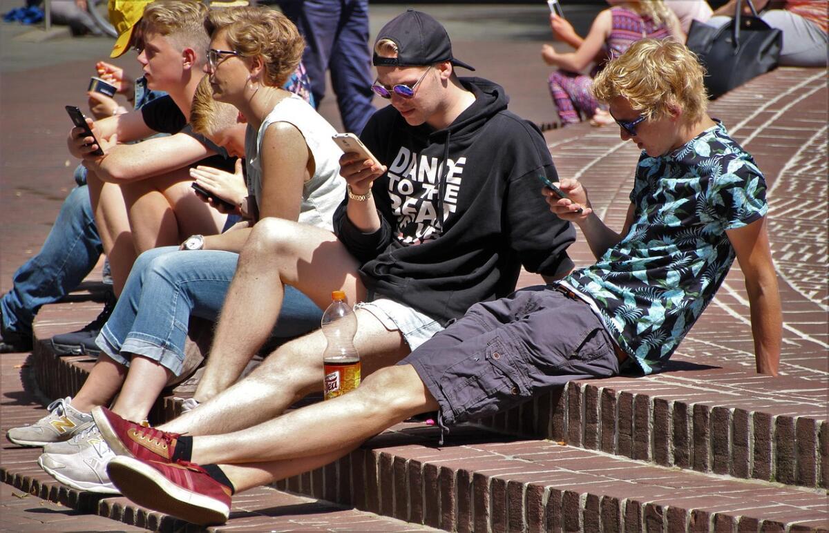 Мобильный посетитель проводит на сайте больше времени, чем обычный, поэтому нужно создать для него удобные условия