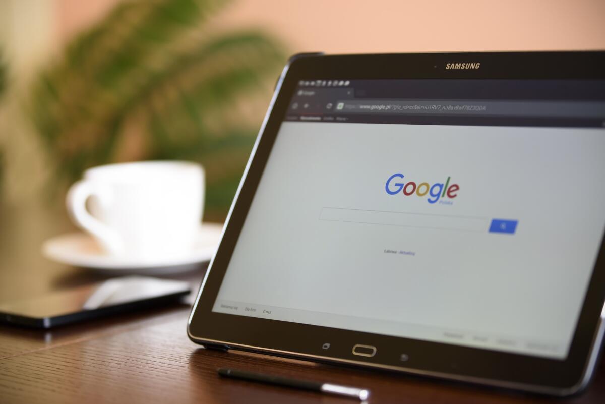 Около половины посетителей сайта, пользующихся планшетами и смартфонами, приходят из поисковиков