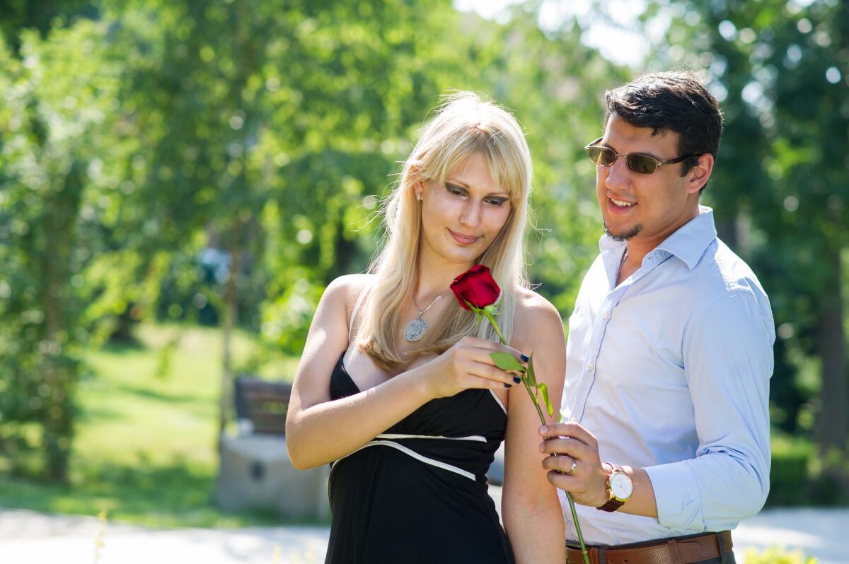 Как относиться к бывшим парням своей девушки
