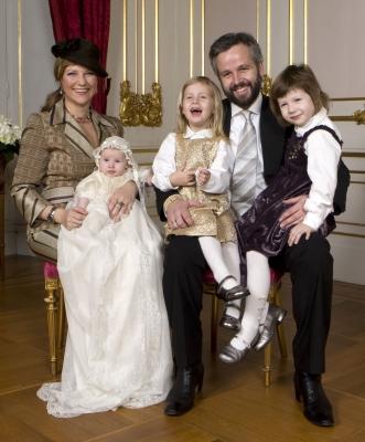 Марта-Луиза с мужем Ари Беном и детьми
