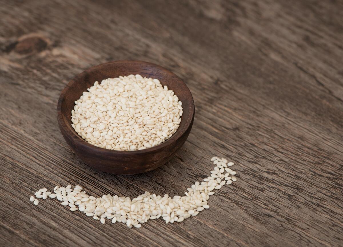 Белые семена дают наиболее высококачественное масло, из них производят знаменитую тахинную халву