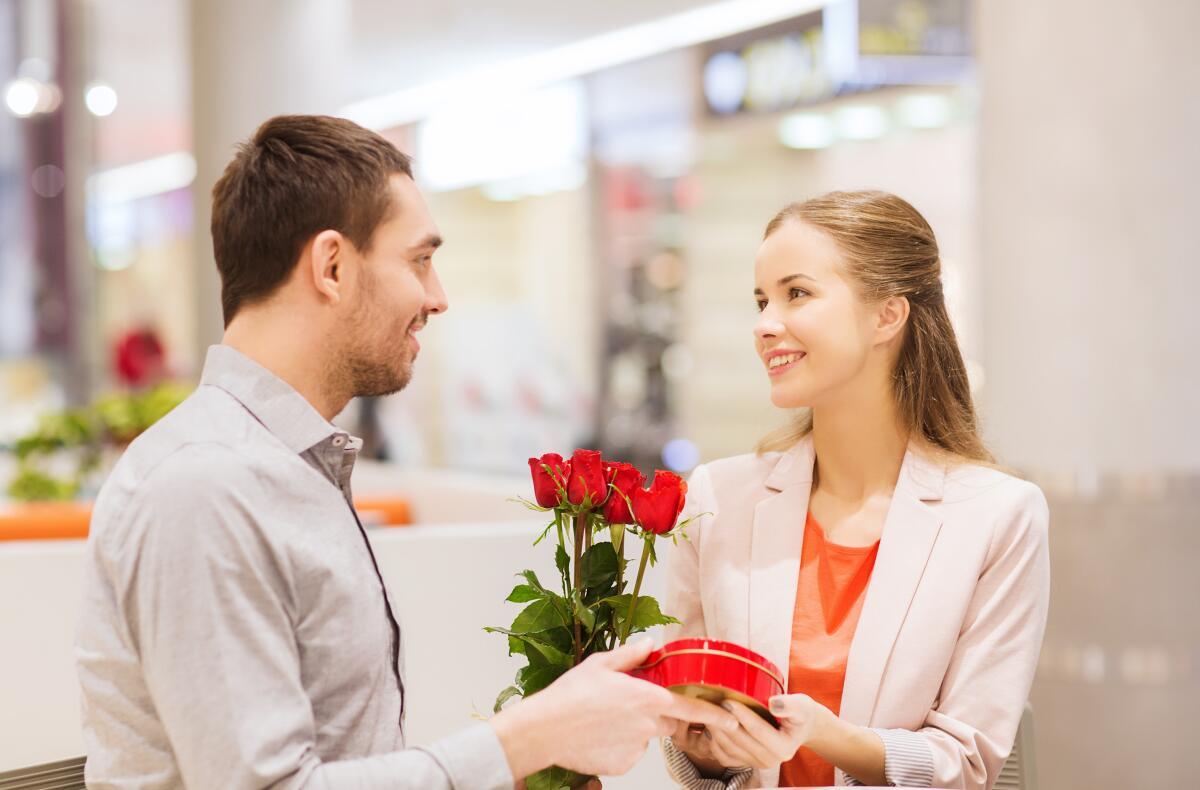 Если смысл жизни женщины сводится к тому, чтобы выйти замуж, а потом мужа удержать, то замуж ей уж точно рано