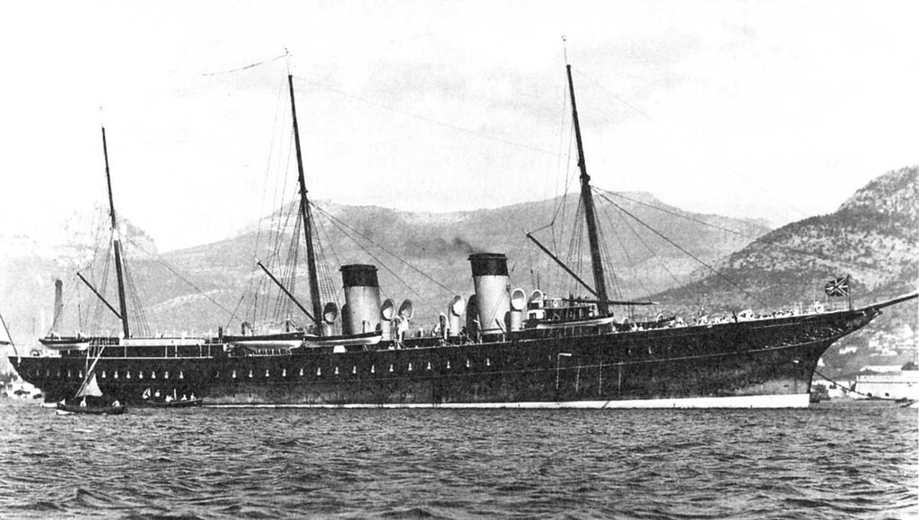 Бывшая императорская яхта «Штандарт» была снята в фильме в «роли» крейсера «Елизавета»