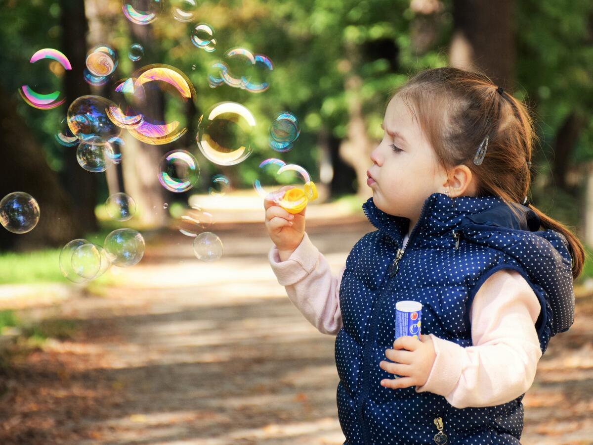 Не ограждайте ребенка от реальности, а помогите справляться с негативом