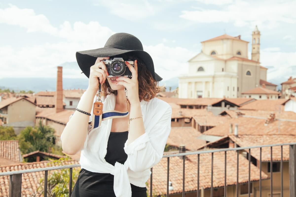 Фотоаппарат в поездке может пригодиться не только по своему прямому назначению