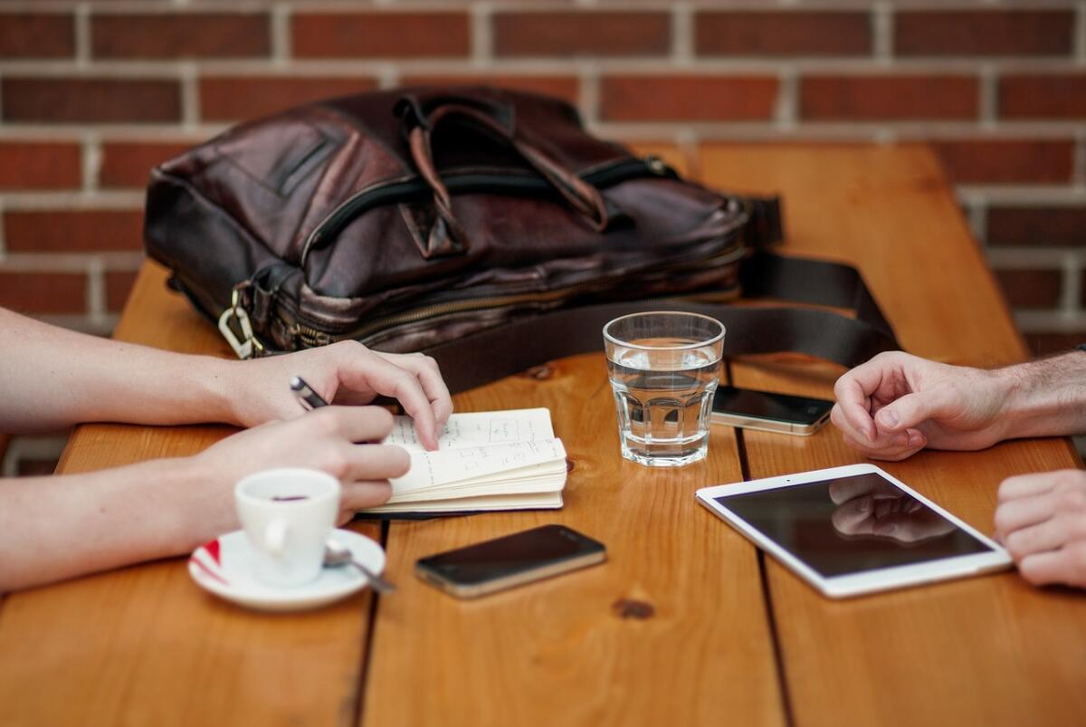 Работодатели предпочитают брать на освободившееся место того, кто имеет рекомендации