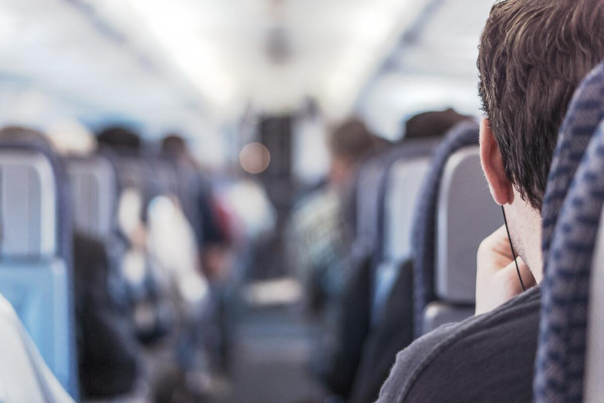 Наушники-капельки или беруши помогут преодолеть дискомфорт полета