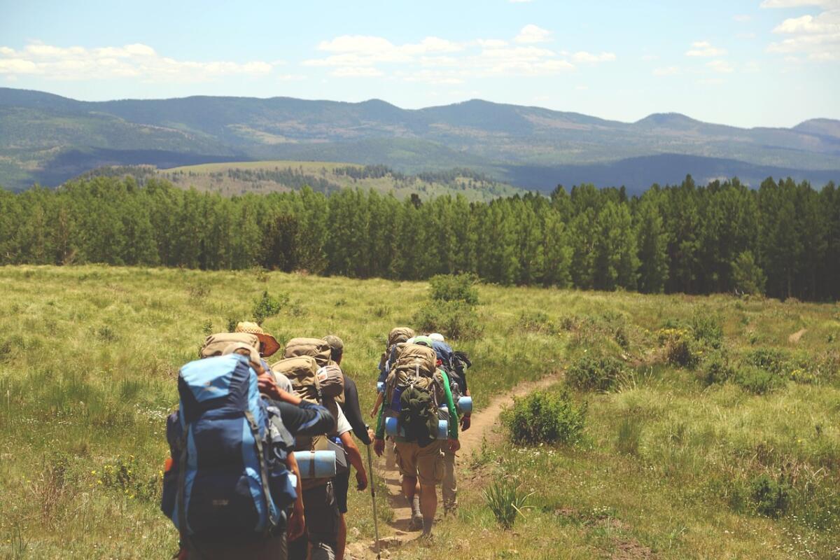 Туристический поход в хорошей компании - удовольствие на все времена