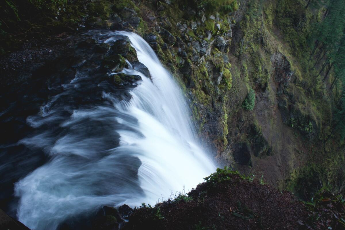 Как с гор бежит вода ...