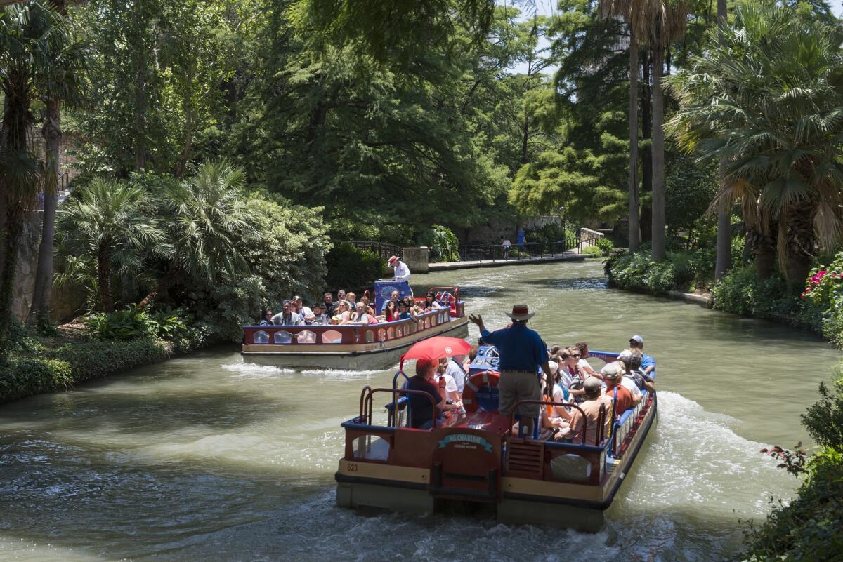 Перевозка пассажиров по реке