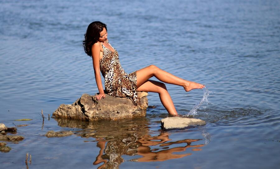 С чем носить платье леопардовой расцветки?