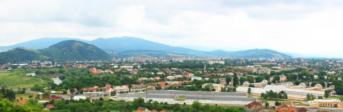 Город Мукачево, вид на центральную часть города с Замковой горы