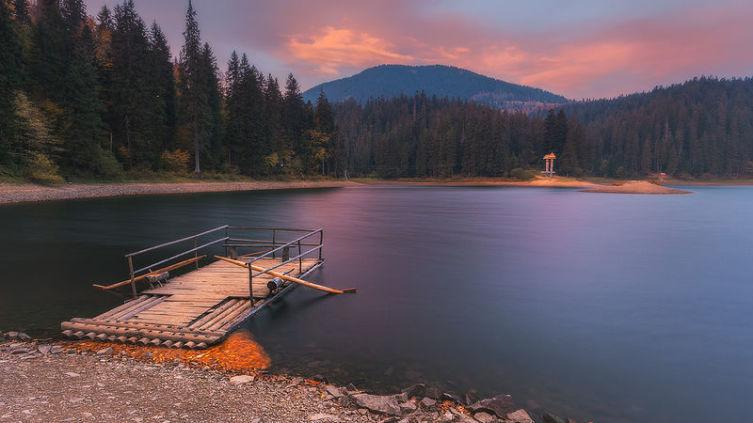 Закарпатье, озеро Синевир на закате