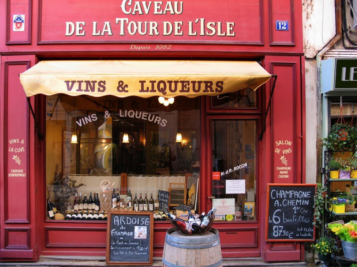 Заведение в городке Л'Иль-сюр-ла-Сорг