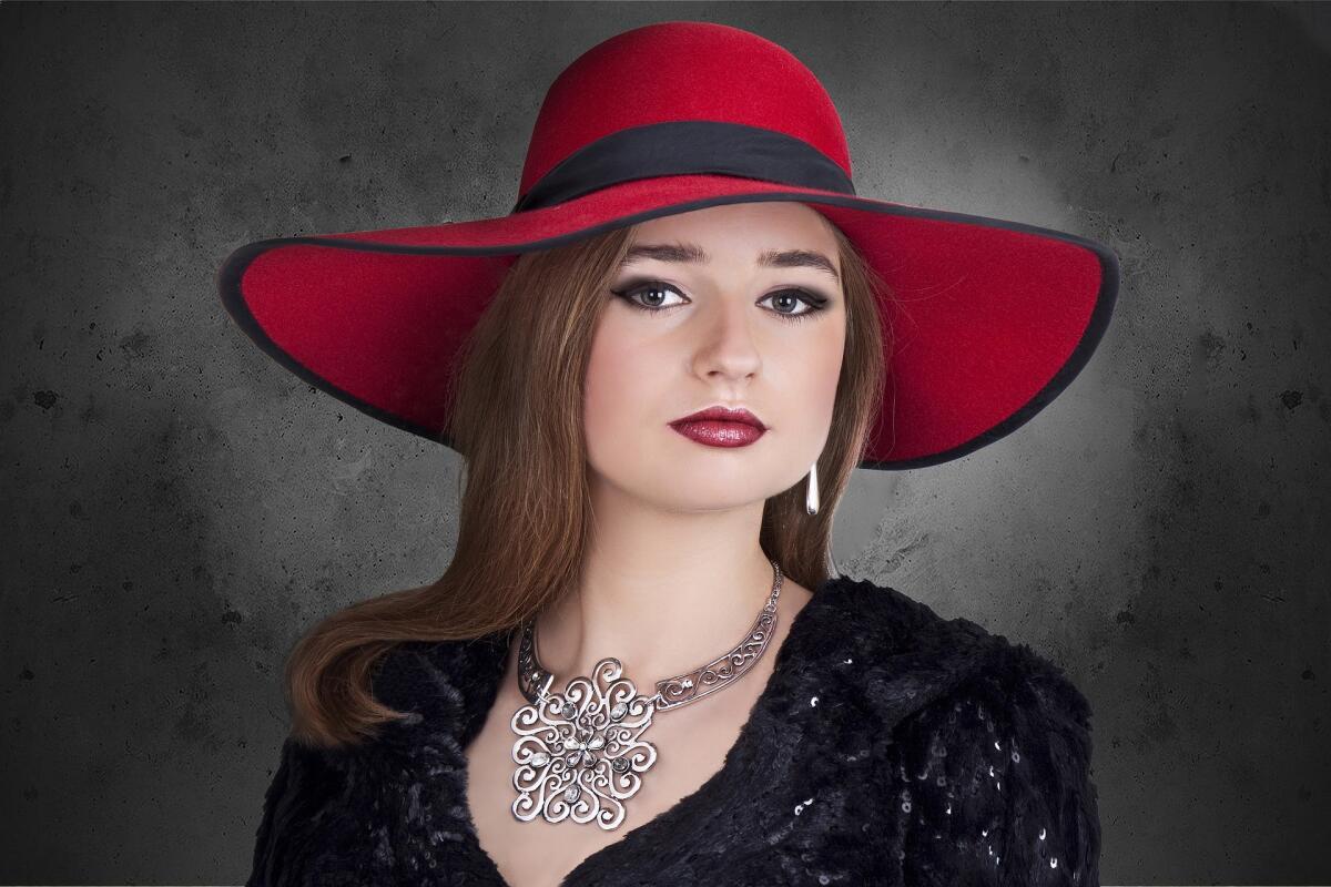 Надевание широкополой шляпы — стремление к интимной близости