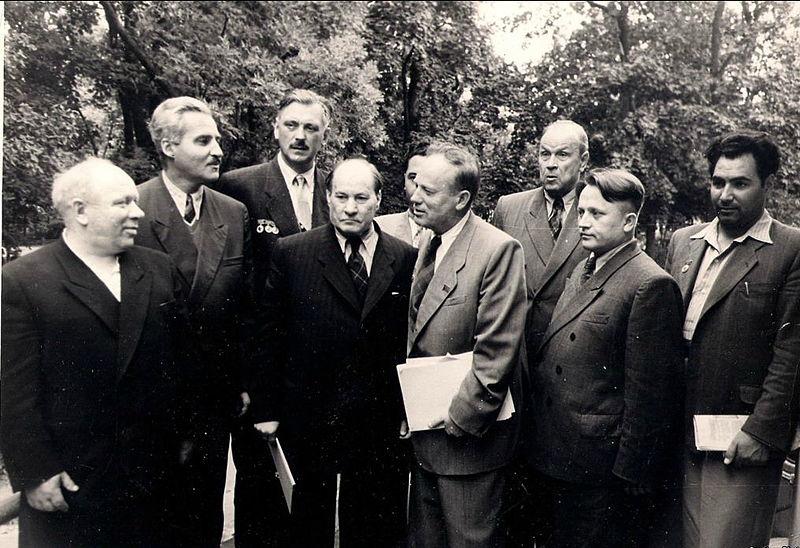 К. Симонов (2-й слева) на III съезде писателей БССР. 1954 год