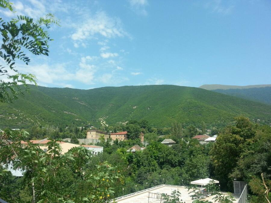 Шеки в уютных предгорьях Кавказа