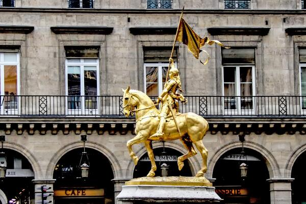 Средневековая Европа. Герои Столетней войны. Что известно про Жанну д'Арк?