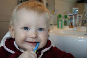 Как электрические зубные щетки Oral-B помогают детям эффективнее чистить зубы, получая удовольствие от процесса?