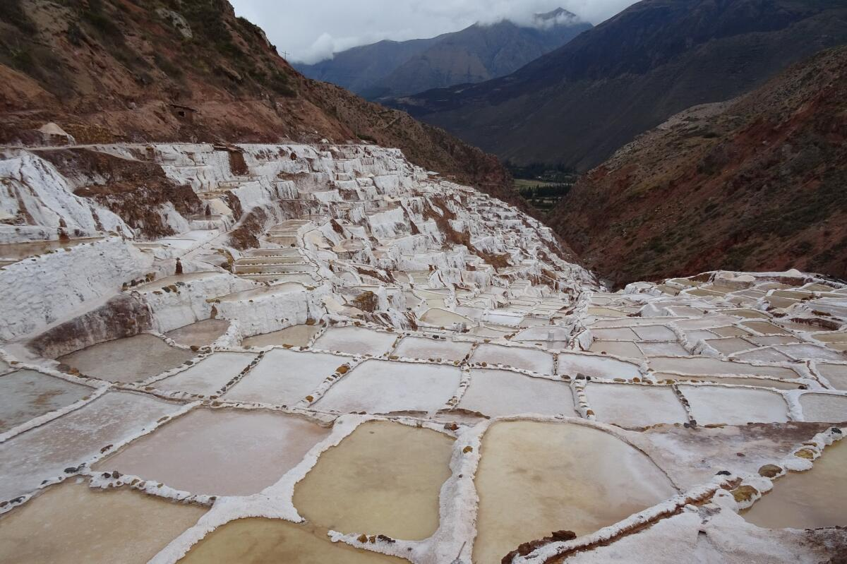 Соляные террасы Салинас-де-Марас, Перу. Технология добычи не меняется сотни лет
