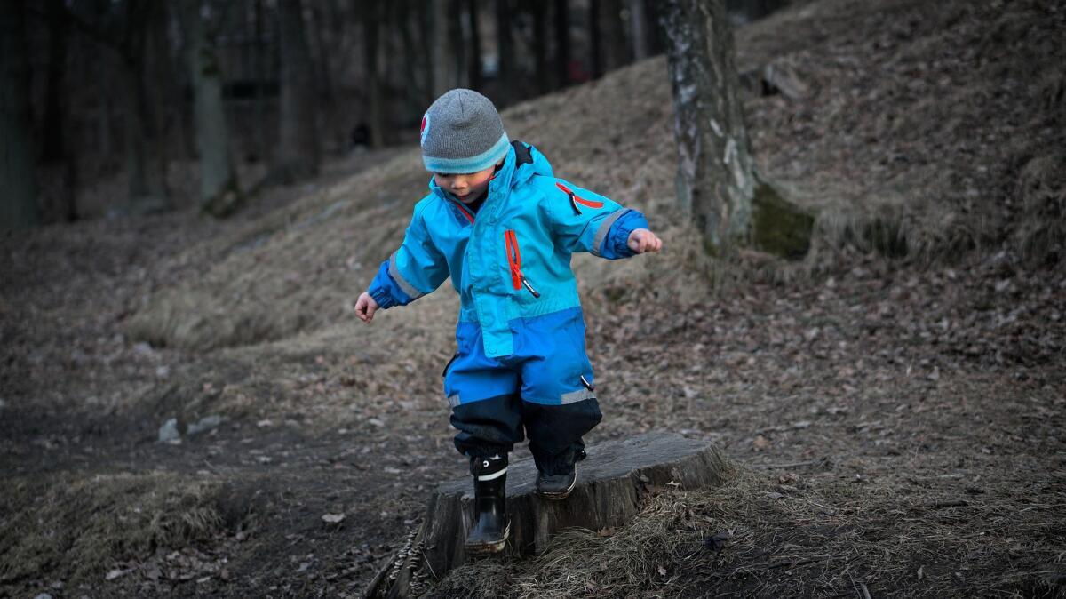 Детские комплексы не дают возможности выпрыгивать из ставших малыми штанишек