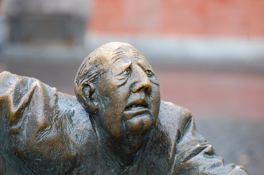 Фонтан-скульптура в городе Аахен, Германия