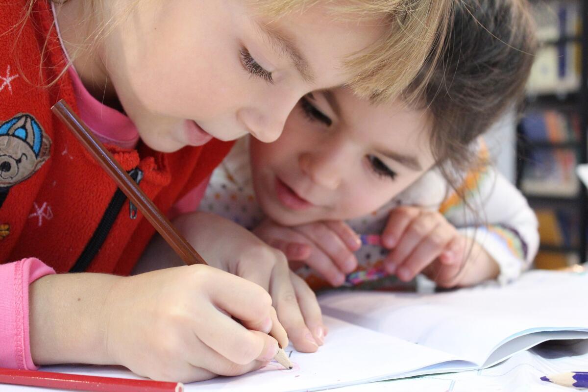 Если ребенок умеет читать, писать и считать, ему пора в школу
